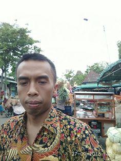 Keramaian pedagang sayur Pasar Porong
