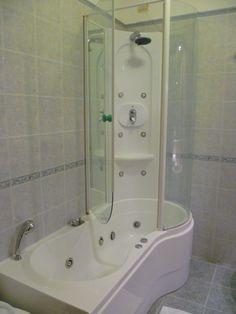 la camera Suite col bagno dotato di vasca idromassaggio