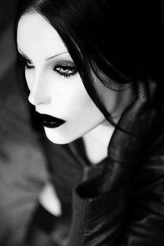 No idea who this is but I love this look! I've always had an inner goth, can't help it!