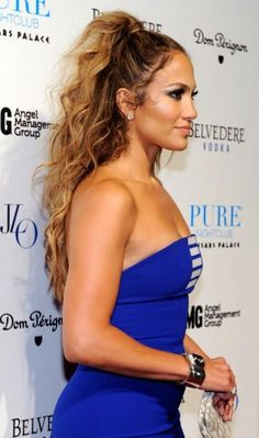 Songstress Jennifer Lopez looks oh-so-chic with her super-long, curly locks pulled up into a high ponytail.