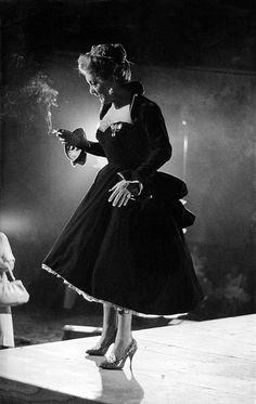 The Bette Davis Art Photography(koleksi seni fotografi aktris terkenal Bette Davis) Old Hollywood Stars, Golden Age Of Hollywood, Vintage Hollywood, Hollywood Glamour, Classic Hollywood, Hollywood Heroines, Hollywood Icons, Hollywood Actresses, Divas