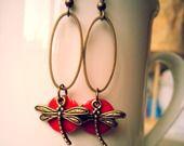 Boucles d'Oreilles Noël Chic bronze et rouge sequin émaillé libellule : Boucles d'oreille par mellemacarons