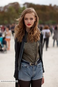 Denim shorts over tights + leather jacket | Concert Style