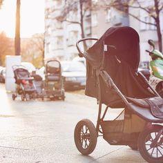 Kinderwagen statt alter Fernseher. Die Straße verkommt immer mehr. Schlimm.  #street #berlin #urban #igersberlin #ig_berlin #berlinwedding #fb #twitter #mextures