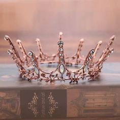 Rose Gold Aesthetic, Crown Aesthetic, Queen Aesthetic, Princess Aesthetic, Aesthetic Quiz, Aesthetic Images, Aesthetic Collage, Aesthetic Wallpapers, Royal Tiaras