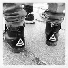 30secondstomars Triads on the pavement #marsinfrance