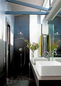 Une petite salle d\'eau bien pensée : Salle de bains : petite mais ...