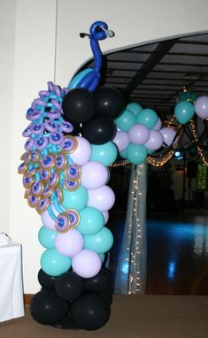 Pavo real decorativo hecho con globos - Peacock ballon decor