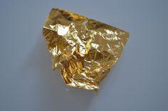 Teilmassage Gold (Rücken & Beine hinten)  Ich habe schon vor 12 Jahren die Goldmassage entwickelt in dem Begehren meinen Kunden etwas Einmaliges und Einzigartiges zu bieten.  Was bedeutet Goldmassage ?  Eine Massage bei der Massageöl (Kokosöl oder Mandelöl) mit Goldpartikeln (24-Karat, bedeutet reines Gold) verwendet wird.   Dauer: ca. 45 min.