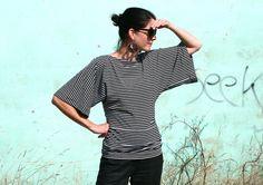 Shirt mit Fledermausärmeln, Modell Get here, aus der aktuellen LoRe!Lai Herbst-/Winterkollektion im angesagten Streifenlook.  Das Shirt ist weit gesch