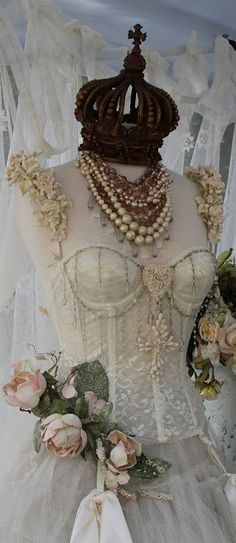 Lady Anne's Charming Cottage: Charming Dress Forms...