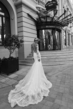 Nicole Spose presenta la collection abiti da sposa 2017 AlessandraRinaudo, guarda gli abiti delle nostre collezioni sposa, accessori per la sposa, scegli la tua linea e inizia a sognare