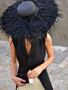 Pamela Plumas M. Wedding Headdress, Feather Headdress, Fashion Themes, Fancy Hats, Wedding Hats, Love Hat, Classy Outfits, Fascinator, Headpiece