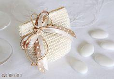 Tutorial passo-passo portaconfetti per bomboniera uncinetto - Italiano. Crochet Wedding, Diy Wedding, Wedding Favors, Crochet Clutch, Knit Crochet, Crochet Keychain Pattern, Small Christmas Gifts, Little Boy And Girl, Newborn Crochet