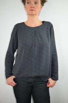 Eine Bluse, die schnell genäht ist wie ein Shirt? Blusenshirt Kim_B machts möglich! | b-patterns Diy Fashion, Sewing Patterns, Shirts, Pullover, Sweaters, Diy Inspiration, Quiche, Crafts, Elegant