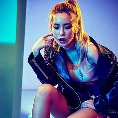 Au Ideas, Son Luna, Ulzzang Girl, Rapper, Wonder Woman, Singer, Kpop, Superhero, Concert