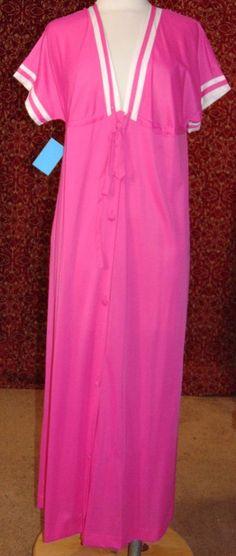 VANITY FAIR pink nylon-antron III short sleeve button front robe PTE (T41-02H6G) #VanityFair #LongRobe
