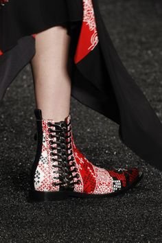 Неделя моды в Париже: Alexander McQueen F/W 2017/18 (Интернет-журнал ETODAY)