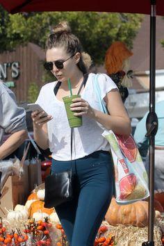 Elizabeth Olsen Shopping At Trader Joe's : トレーダー・ジョー'ズに買い出しのエリザベス・オルセン - 現地のロサンゼルスで今日の木曜日(10月19日)は、グロウサリー・ストアのトレーダー・ジョー'ズまで、お買い物に出かけていたリジーです!! | CIA Movie News | Elizabeth Olsen, Celeb - 映画 エンタメ セレブ & テレビ の 情報 ニュース from CIA Movie News / CIA こちら映画中央情報局です