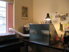 Ikkunaan rakennettu joku systeemi jossa on vain tuon putken kautta aukko... valmistuote. the Scarlet Letters: tutorial: desktop ventilation