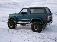 1996 Ford Bronco Pictures: See 286 pics for 1996 Ford Bronco. Browse interior and exterior photos for 1996 Ford Bronco. Ford Pickup Trucks, 4x4 Trucks, Diesel Trucks, Custom Trucks, Lifted Trucks, Cool Trucks, Chevy Trucks, Ford 4x4, Toyota Trucks