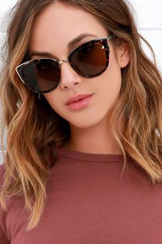 Sunshine on a cloudy day? No worries, just put on the Quay My Girl Tortoise Sunglasses!
