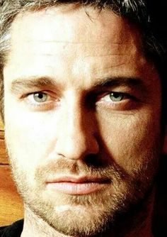 Pin by bobbie thompson on gerard bulter what more do i need to say актер. Pretty Men, Beautiful Men, Beautiful People, Actor Gerard Butler, London Has Fallen, Celebrities Then And Now, Hollywood Celebrities, Sensual, Hot Men