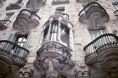 Casa Calvet in Eixample district of Barcelona, Spain. This building is designed by Antoni Gaudi for a textile manufacturer.  from: http://www.bluffton.edu/~sullivanm/spain/barcelona/gaudicalvet/facdet.jpg