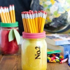 Mancano pochi giorni per riprendere la scuola, ecco un'idea di riciclo creativo che può aiutarvi ad affrontare questa avventura con un sorriso