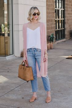 How to Transition Your Wardrobe from Winter to Spring - Cropped Jeans - Straight A Style Cropped Jeans Outfit, Jeans Outfit Summer, Outfit Jeans, Spring Outfits, Jeans Shoes, Crop Jeans, Cropped Pants, High Waisted Cropped Jeans, Wide Jeans
