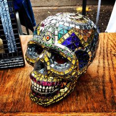 Find of the Day, mosaic skull by Bill Allord Mosaic Crafts, Mosaic Projects, Mosaic Art, Art Projects, Sugar Skull Jewelry, Sugar Skull Art, Sugar Skulls, Mexican Skeleton, Crane