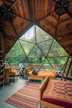 Geodesic dome home 😍 love the openness 🙌 who else would love to stay (or live!) in a dome house? Yurt Living, Living Room, Geodesic Dome Homes, Dome House, Forest House, Forest Cabin, Earthship, Cabin Homes, Cabins In The Woods