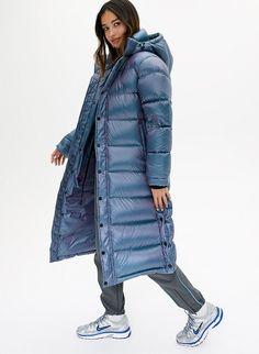 17 puffer coats for women ideas 11 – InspireandIdeas Women's Puffer Coats, Down Puffer Coat, Puffer Jackets, Long Puffy Coat, Long Down Coat, Silver Puffer Jacket, Long Quilted Coat, Langer Mantel, Vogue