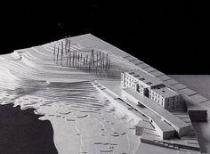O Campus Universitario de Oza. Maqueta do proxecto de Manuel de las Casas para o novo Edificio Universitario de Oza.  (En: Arquitectura española: spanish architecture: 1997-1998. Madrid: El Croquis; 1998)
