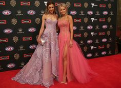 The Brownlow Medal is the AFL's best and fairest awards night. And this year guests got dressed the fuck up. Black Lace Skirt, Nice Dresses, Formal Dresses, Get Dressed, Pretty Outfits, Strapless Dress Formal, Red Carpet, How To Look Better, Awards