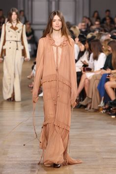 Look 22 from the Chloé Fall-Winter 2015 runway