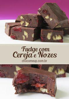 Quadradinhos de chocolate super macios e deliciosos. Você pode rechear com o que quiser ♥