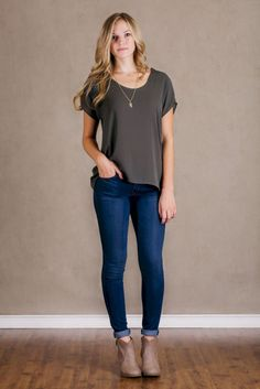 - Description - Details - Meet your new favorite pair of skinny jeans, the Flying Monkey medium wash Skinnies! These super comfy jeans feature a classic five pocket design, tan stitching, bronze hardw Everyday Casual Outfits, Everyday Dresses, Trekking Outfit, Fall Outfits, Fashion Outfits, Fashion 2018, Ladies Fashion, Womens Fashion, Spring Fashion