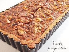 Tarte périgourdine aux noix Pie Dessert, Dessert Recipes, Caramel Tart, Pie Crumble, No Sugar Foods, Arabic Food, Tart Recipes, Christmas Desserts, Christmas Recipes