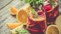 Πανεύκολη μους λεμόνι με γιαούρτι και μπισκότα -Το δροσερό επιδόρπιο που φτιάχνεται στο λεπτό | BOVARY Sangria Rosé, Red Wine Spritzer, Frozen Sangria, Spanish Cocktails, Red Wine Cocktails, Easy Mocktail Recipes, Sangria Recipes, Jus D'orange, Keto Drink