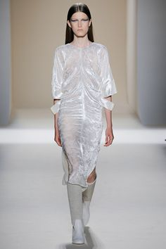 Victoria Beckham - Spring 2017 Ready-to-Wear