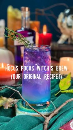 Halloween Party Drinks, Holiday Drinks, Summer Drinks, Cocktail Drinks, Fun Drinks, Cocktail Recipes, Halloween Alcoholic Drinks, Blue Alcoholic Drinks, Halloween Drinking Games