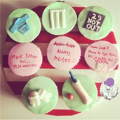 Cricket and Bollywood .. #cricket #gloves #scoreboard #notout #dialogue #bollywood #moviedialogues #andazapnaapna #bollywooddialogues #jersey #bat #ball #wickets #cricketbat #sports #india #dilchahtahai #cake #cupcakes #customisedcupcakes #atyummy #birthdayparty #birthdaycake