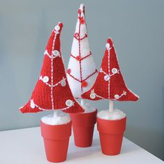 These cute knit potted button trees from Kat of Just Crafty Enough are adorable in Christmas colors, but could also be worked in other color combos, making them perfect for year-round display.