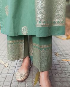 Block printed green kurta set with dupatta - set of three by The Hemming Bird Printed Kurti Designs, Kurta Designs, Dress Indian Style, Indian Wear, Womens Dress Suits, Kurti Designs Party Wear, Embroidery Suits, Indian Designer Outfits, New Dress