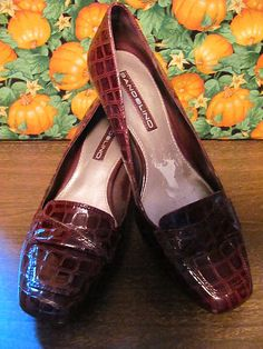 BANDOLINO    WOMENS FAUX SNAKE PUMPS    SIZE 6.5M    BURGANDY    2 IN HEEL    LIGHTLY PADDED HEEL    MINT CONDITION FOR    PREOWNED    MAN MADE MATERIAL    SQUARE TOE    SUPER CUTE    VERY COMFY    WONDERFUL ADDITION TO    YOUR WARDROBE