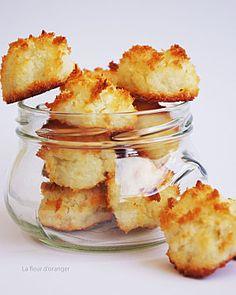 Ces rochers à la noix de coco (ou congolais) ravira vos papilles ! Le côté exotique de cette recette accompagnera à merveille vos goûters autour d'un thé.