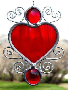 Stained Glass Suncatcher Heart Red Home Decor Sun Catcher. Looks like something the Red Queen would decorate with. Stained Glass Projects, Stained Glass Patterns, Stained Glass Art, Mosaic Glass, Fused Glass, Leaded Glass, Glass Beads, Red Home Decor, Creation Deco