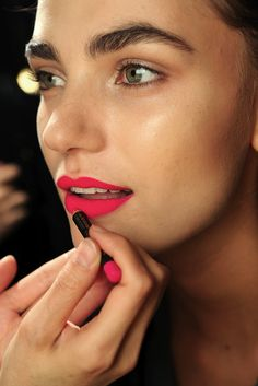 DVF DIANE VON FURSTENBERG SPRING SUMMER SS 2011 BRIGHT PINK LIPSTICK BARE EYES THICK EYEBROWS BACKSTAGE BEAUTY LIP STICK COLOR PENCIL MATTE