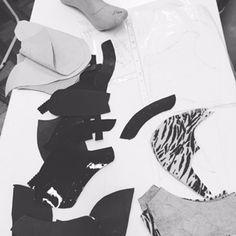 Creaciones de nuestros alumnos del curso de DISEÑO Y PRODUCCION DE CALZADO -En este apasionante curso brindamos los conocimientos técnicos fundamentales de diseño y construcción que conforman un prototipo, moldería, corte, supervisión de la producción y muestras, proveedores reales de la industria. Los alumnos de este curso también diseñan y usan sus creaciones. #maisonaubele #carolinaaubele #palermosoho #cursos #capacitaciones #online #presenciales #clasesparticulares #carteras #bolsos…